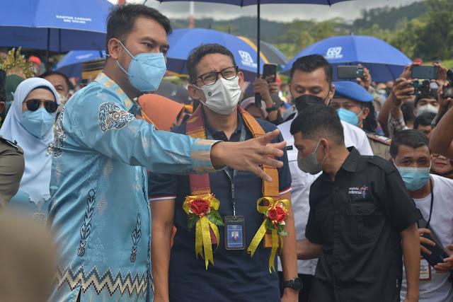 Sandiaga Uno Sosialisasikan Anugerah Desa Wisata saat Kunjungi 'Kampung Galung' Sinjai