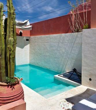 La buhardilla decoraci n dise o y muebles piscinas for Patios interiores con piscina
