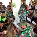 TNI Ajari Keterampilan Cara Membuat Asbak Rokok Dari Tempurung Kelapa di Kampung Mosso Papua