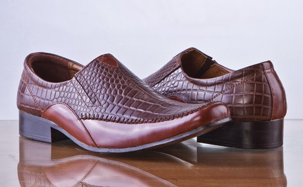 Sepatu Kulit Asli 9bd7154954