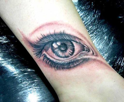 Preto e vermelho antebraço tat