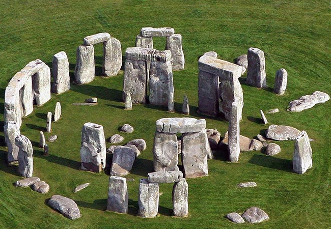 Penelitian Strontium isotope on human remains from Stonehenge links with west Wales