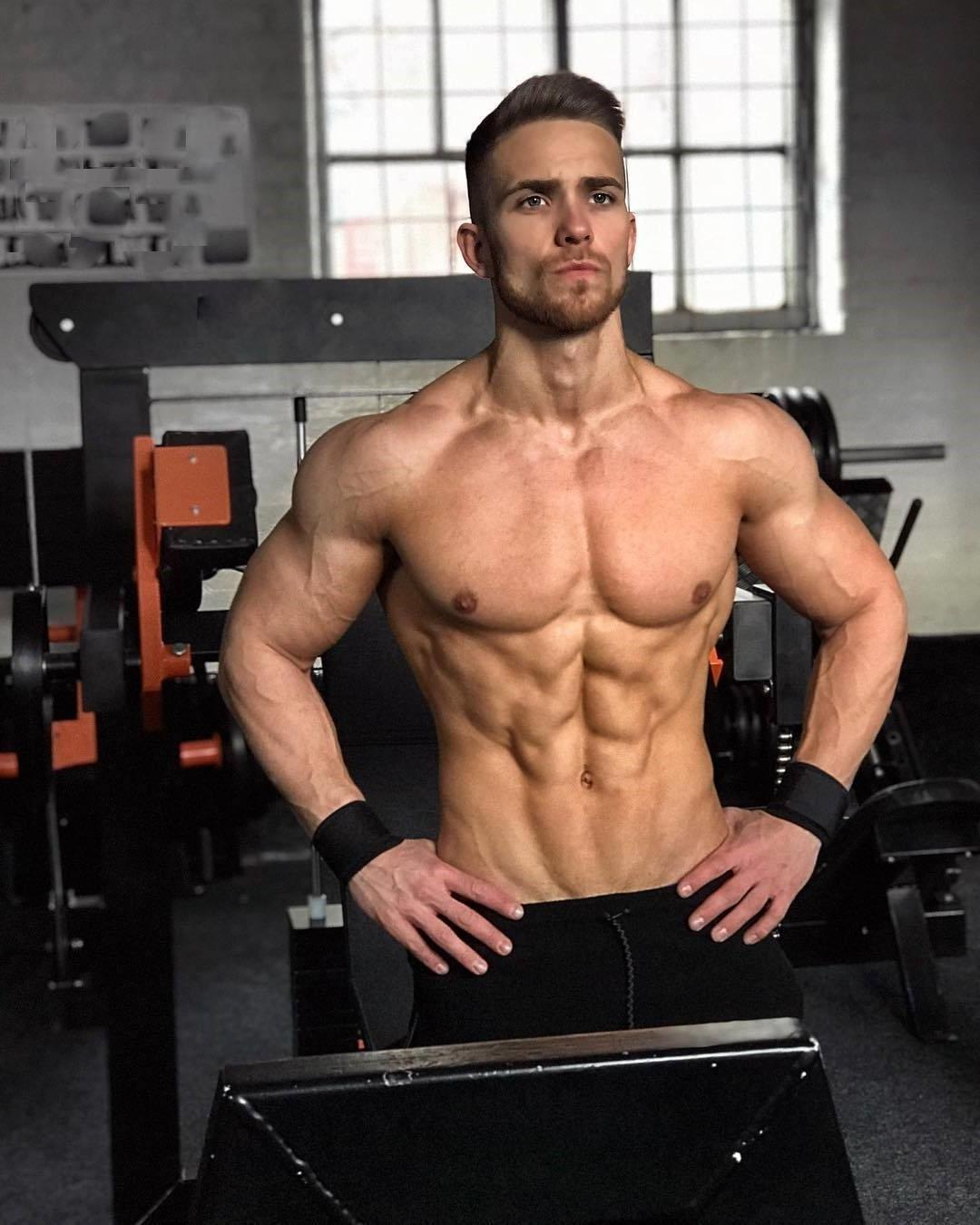 shirtless-gym-hunk-with-abs-josh-coburn-pictures
