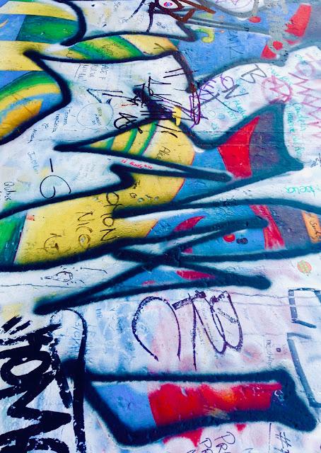 Detalle hraffiti en el muro de Berlin