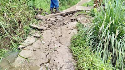 Akibat Hujan Deras Longsor Pun Terjadi di Desa Rawabeulut