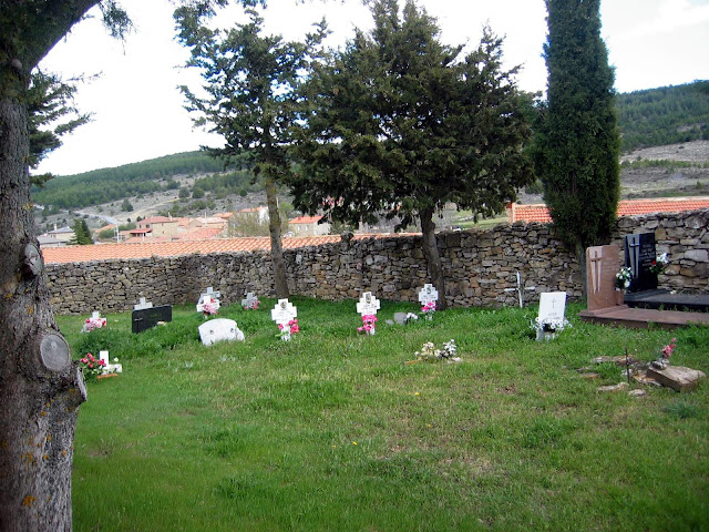 arroyo-cerezo-cementerio-interior