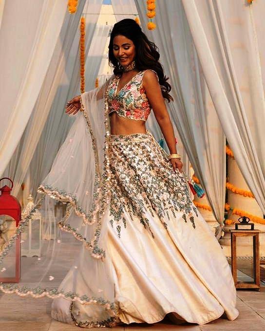 Viral Bhayani ne share ki Hina Khan ki photos : Diye Esse pose : Hina Khan ka Photoshoot