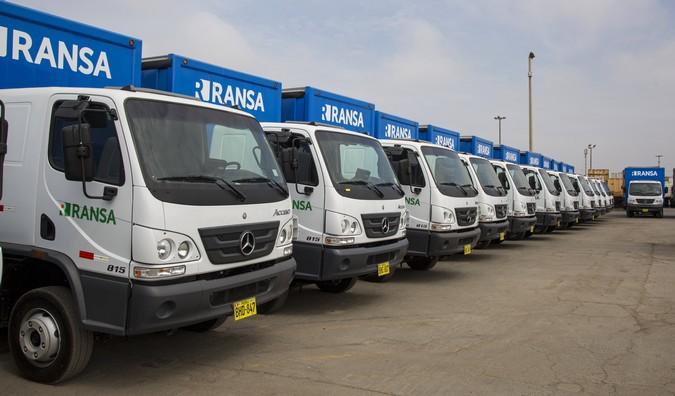 Mercedes-Benz exporta 50 caminhões Accelo para transporte de bebidas no Peru