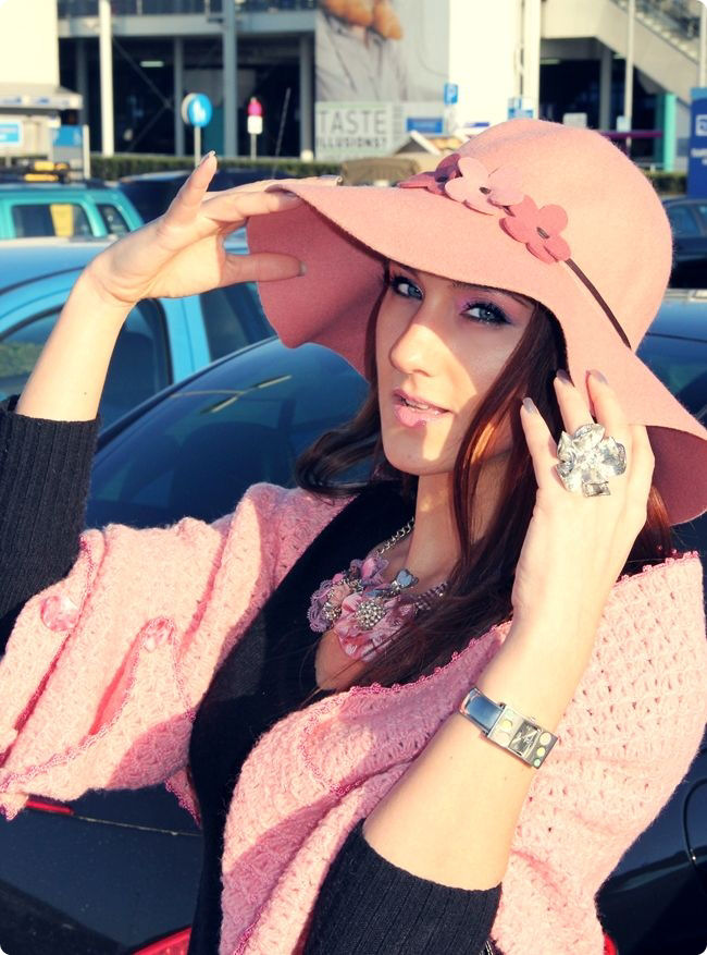 Achilleas accessories flower hat and necklace