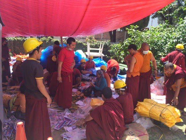 Buddhist monks working to help victims of earthquake