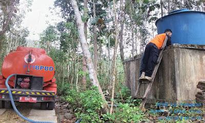 Pendistribusian Air Bersih, Bupati Emil Dardak: Pastikan Wadahnya Layak, Ya!
