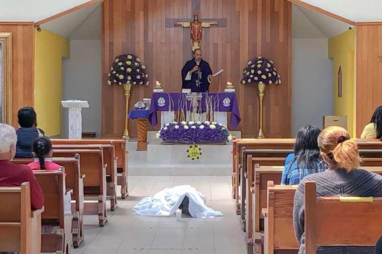 Seorang Pria Meninggal Sambil Berlutut di Depan Altar di Gereja Mexico City