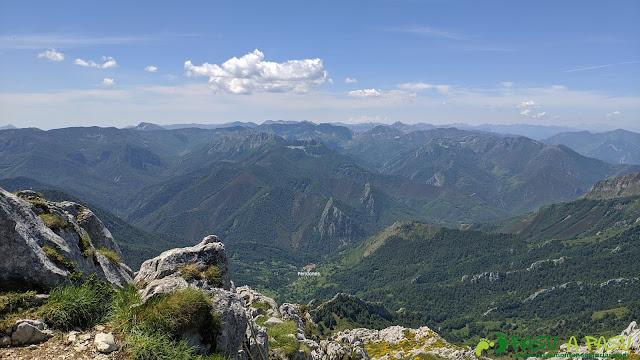 Vista hacia la zona de Tarna desde el Tiatordos