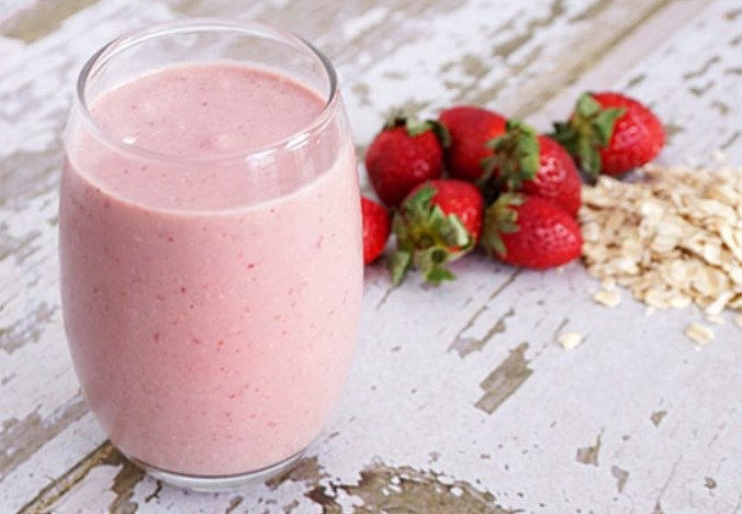 Strawberry Oatmeal Smoothie #drinks #healthy