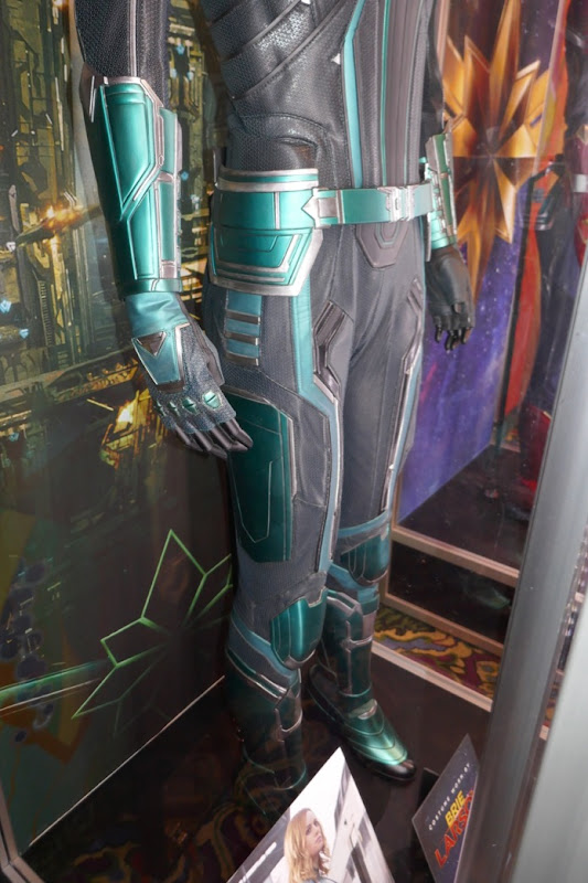 Vers Starforce costume legs detail Captain Marvel