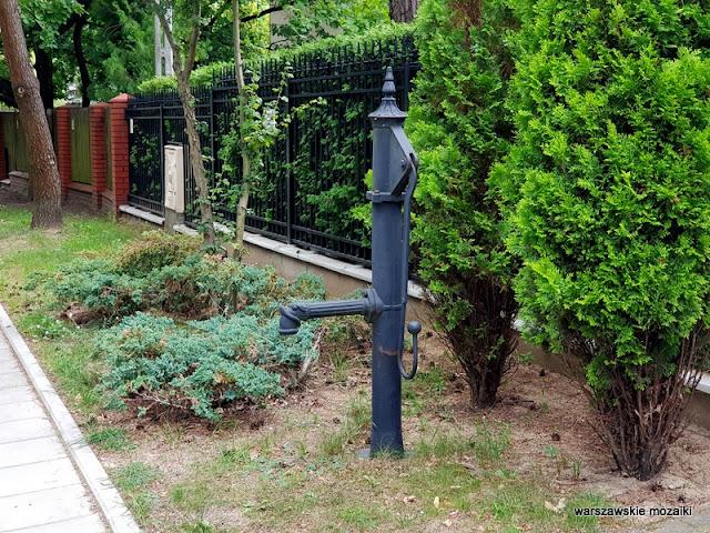 pompa studnia Warszawa Warsaw Młociny miasto ogród willa bruk ulica bielany