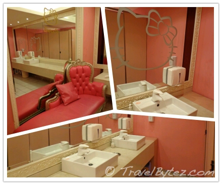 Hello Kitty Sweets Café toilet