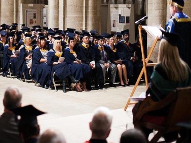 Sinh viên quốc tế được phép ở lại Anh 2 năm sau khi tốt nghiệp