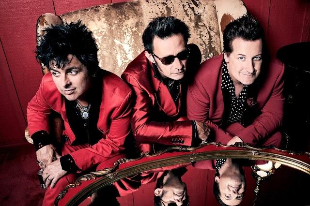 """Green Day lança novo single """"Father Of All..."""" e anuncia turnê mundial com Weezer e Fall Out Boy"""