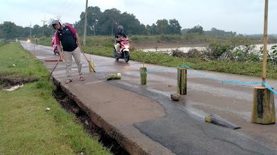 Jembatan Cipancuh Haurkolot Ambles, Eh Jalan Alternatifnya Ambles Juga