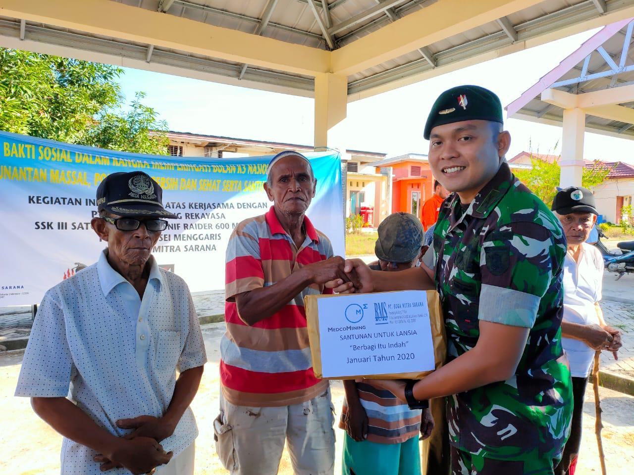 Peduli, Prajurit Satgas Pamtas RI-Malaysia Yonif Raider 600/Modang Gelar Bansos