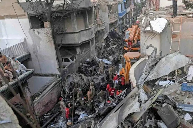 Experts of Airbus Aerospace Company on Wednesday started investigating the plane crash in Karachi city of Pakistan.