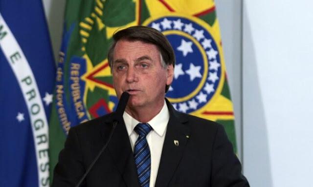 Bolsonaro assina MP que eleva salário mínimo para R$ 1.100