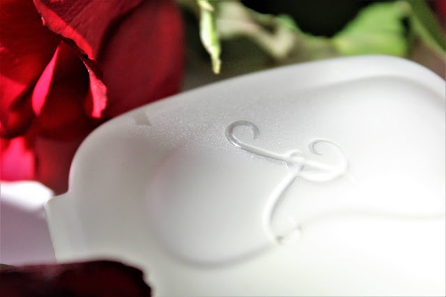 les parfums de rosine, rose griotte, parfum les parfums de rosine, parfum rose griotte, rose griotte les parfums de rosine, les parfums de rosine parfum, les parfums de rosine soliflore, niche perfume, haute parfumerie, parfum de luxe, rose griotte perfume review, blog parfums, magazine parfum, avis parfums femme