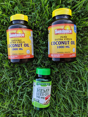 Coconut and Hemp Seed Oil capsules - www.modenmakeup.com
