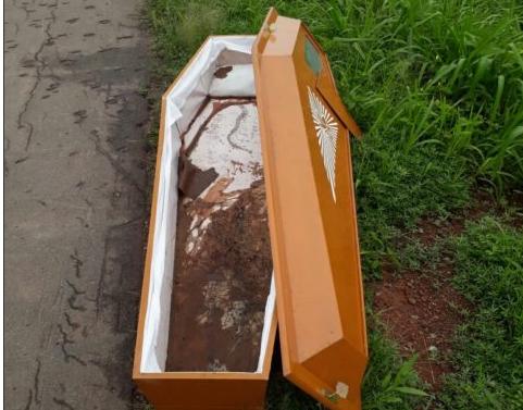 BIZARRO! ! Defunto desaparece e caixão é encontrado em rodovia no Maranhão