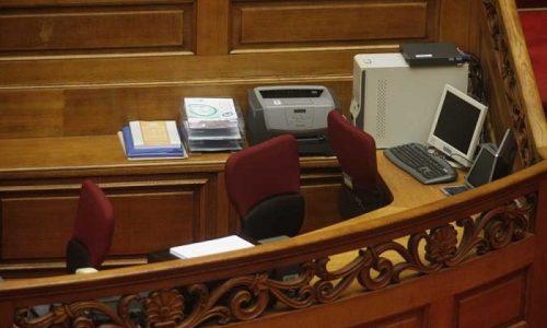 Με απόφαση του Προέδρου της Βουλής Κώστα Τασούλα από την 1η Σεπτεμβρίου και για όσο διάστημα χρειαστεί αναστέλλεται η υποδοχή κοινού στα πολιτικά γραφεία όλων των βουλευτών.