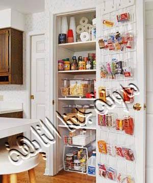إذا كنتى فى مرحلة تصميم مطبخك إحرصى على عمل دولاب للخزين داخل الحائط وضعى به خزينك كما بالصورة