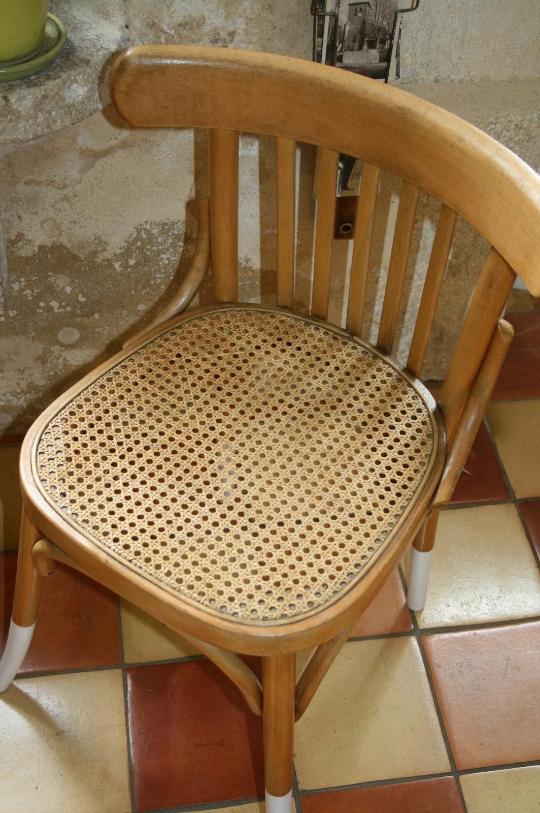 c 39 est la re cr ation vintage scolaire vintage coup de c ur chaise bistrot vintage du. Black Bedroom Furniture Sets. Home Design Ideas