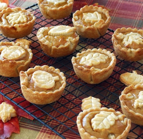 Mini Pumpkin Pies and a Blooming Can #desserts #thanksgiving