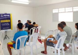 Feira de serviços beneficia dezenas de famílias em bairro de Maceió.