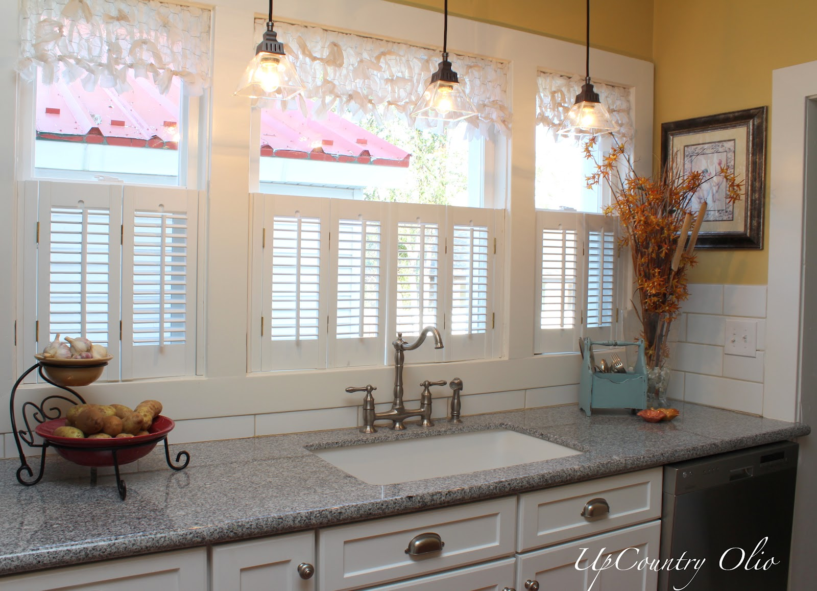 Kitchen wood valances - Fresh Idea To Design Your Is Clad In Decorative Wall Moldings Modern Kitchen Window Valance Ideas Modern Kitchen