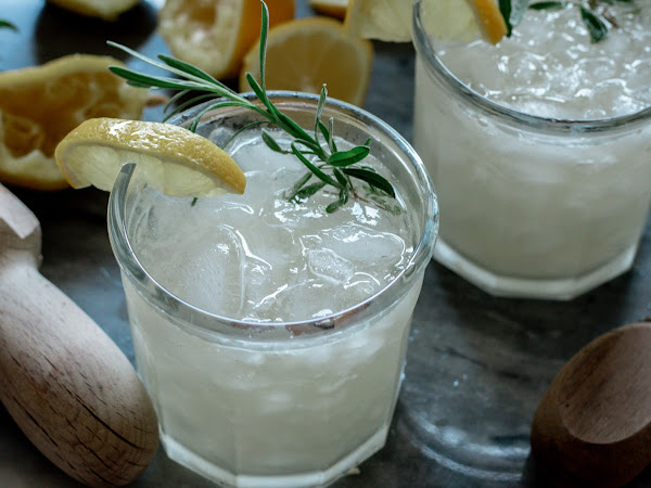 HERE'S A REFRESHING SUMMERTIME COCKTAIL FOR THOSE HOT AS HELL DAYS