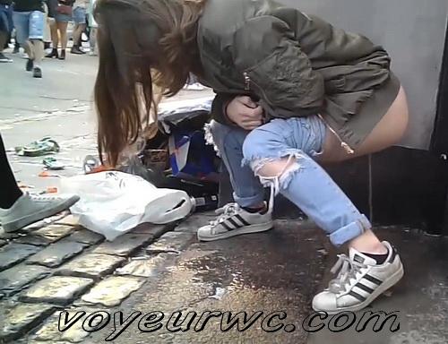 Europen street festival pissing voyeur (Street Festival 2020_112)