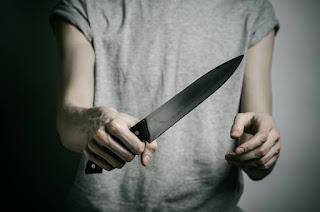 Jovem tenta matar namorada com vários golpes de faca no Sertão da Paraíba.