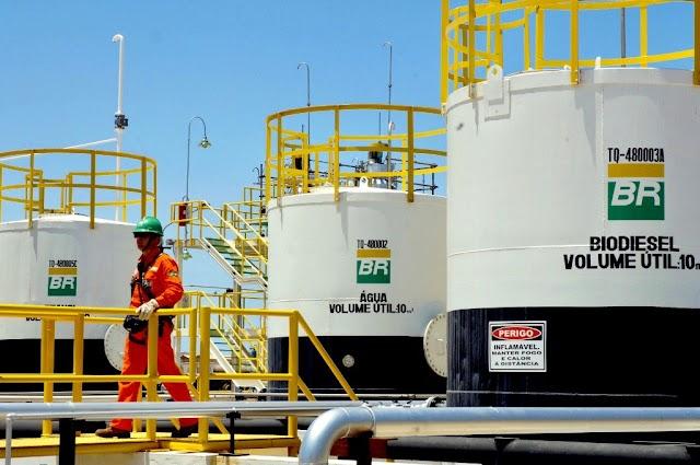 Petrobras volta a aumentar preço de combustível e da dor de cabeça aos brasileiros