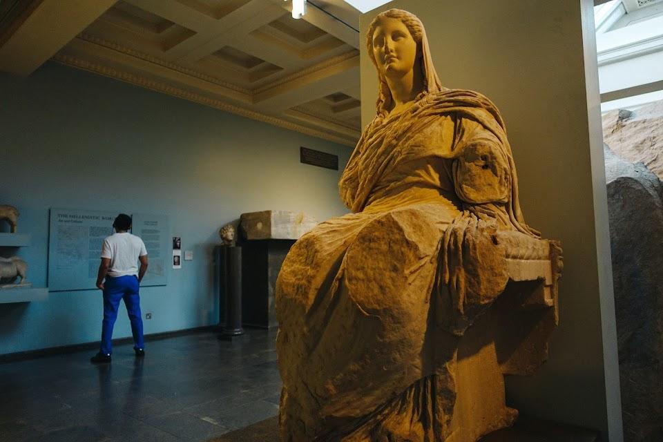 デーメーテールの大理石像