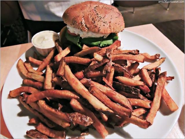 Hamburguesa en el Chez Victor de la Ciudad de Quebec