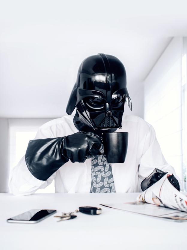 darth vader tomando cafe - Você já imaginou como seria o cotidiano de Darth Vader