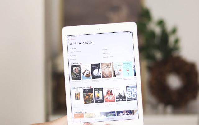 Ipad con la plataforma eBiblio abierta. Aparecen las novedades, las diferentes categorías y los audiolibros