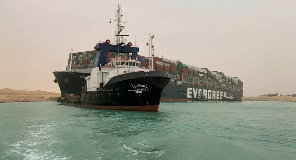 """""""كارثة"""" تنتظر السفينة المتسببة في حادث قناة السويس"""