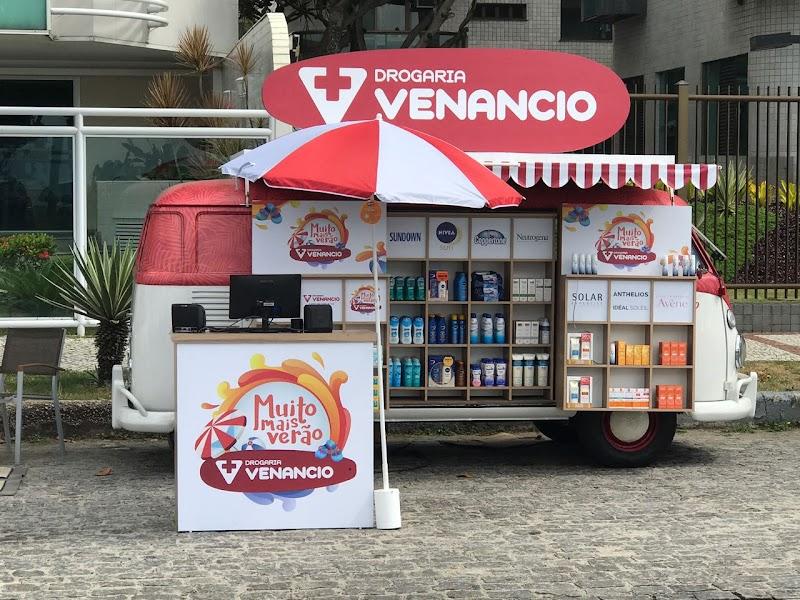Loja itinerante da Drogaria Venancio leva proteção solar a cariocas e turistas