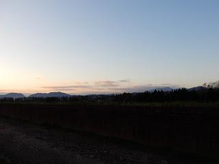ルッカの夕暮れ時、城壁の上からの風景