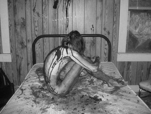Dark Web, donna nuda, sangue, horror
