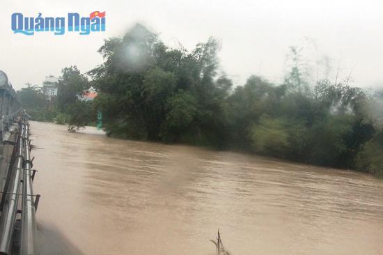 Đức Phổ Nước dâng cao nhiều địa phương ngập sâu trong mưa lũ