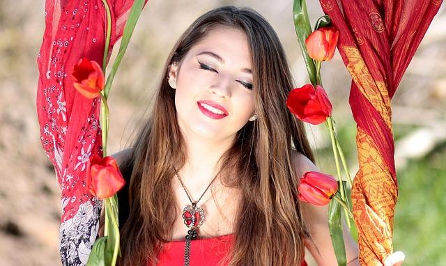 Simpatia Para Ter Sorte No Amor - Mulher Sorrindo